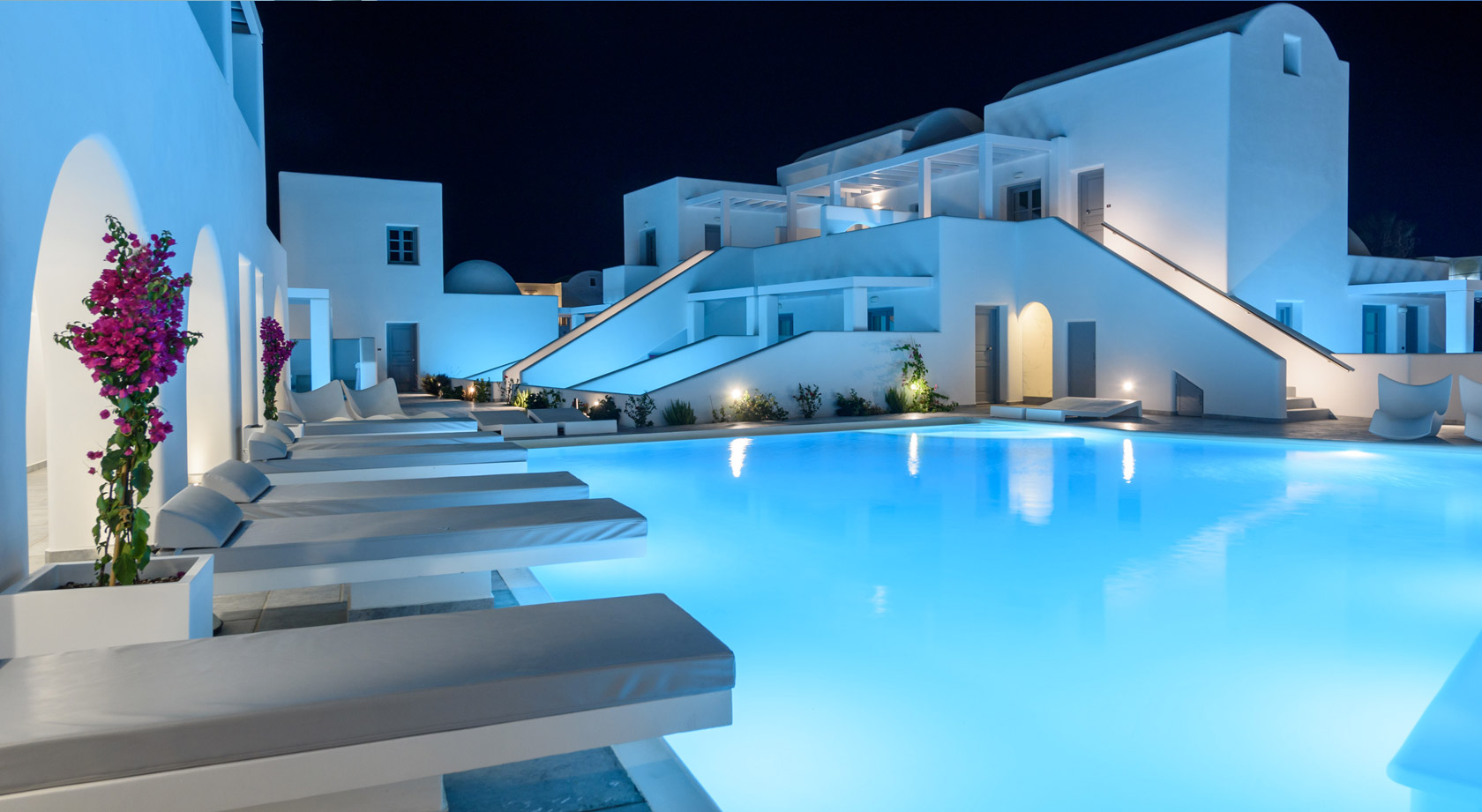 Santorini hotel antoperla luxury hotel spa santorini hotel for Small luxury spa hotels